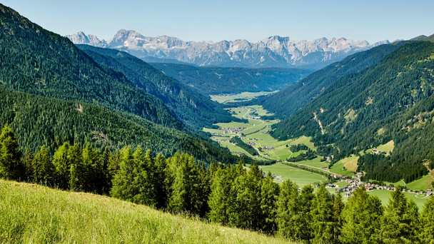 The magic of the Dolomites & pastures ~ 7 nights